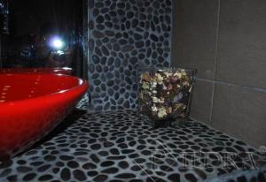 Mramorová mozaika černé oblázky